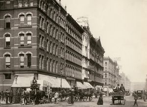 Busy street in downtown Chicago, 1890s